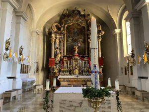 Osterschmuck in der Pfarrkirche